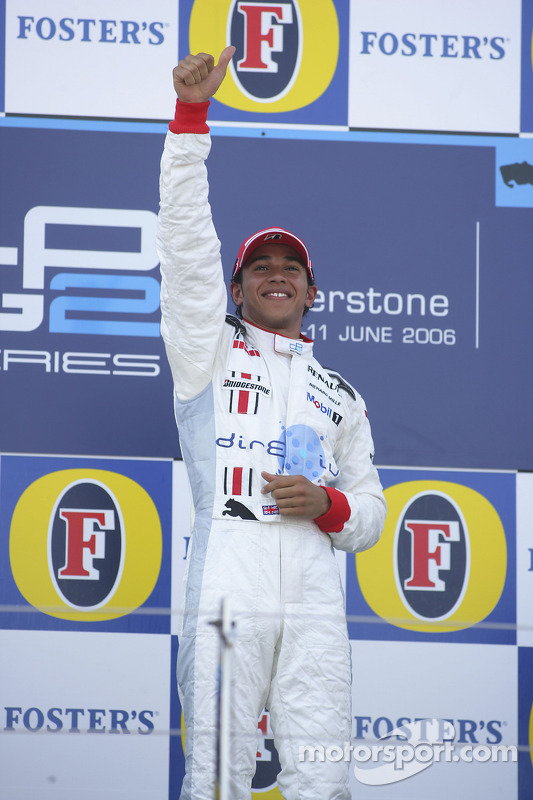 Podium: le vainqueur de la course Lewis Hamilton
