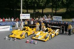 Bob Berridge, Gareth Evans, Peter Owen, Miguel Amaral, Miguel Angel Castro, Angel Burgueño y el equipo Chamberlain - Synergy Motorsport Team con el Lola B06-10 AER