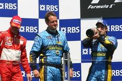 Podium : Fernando Alonso sabre le champagne