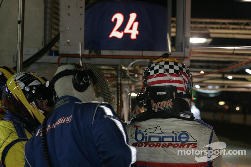 #24 L'équipe Binnie Motorsports prête pour un changement de pilote