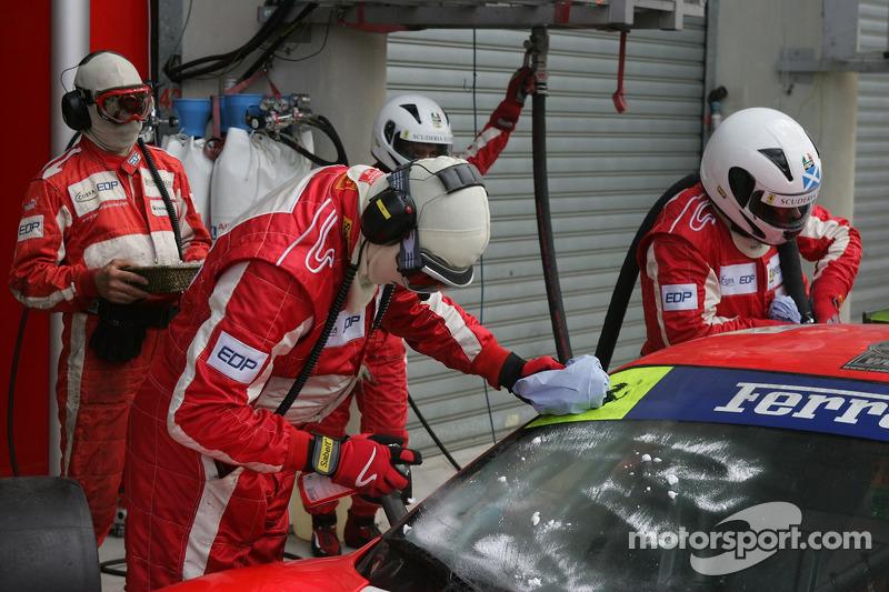 #87 Scuderia Ecosse Ferrari 430 GT obtient un pare-brise propre