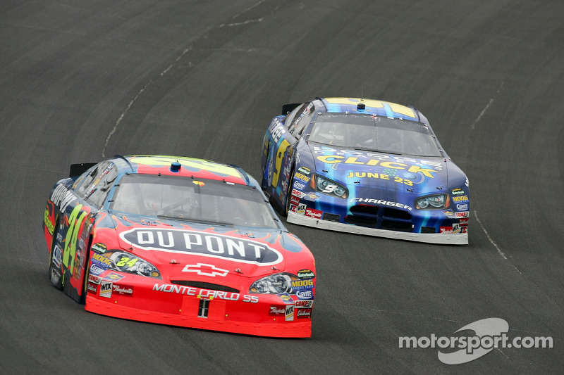 Jeff Gordon devance Kasey Kahne