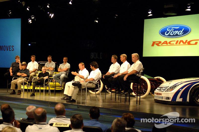 Les pilotes et propriétaires de Ford Racing NASCAR NEXTEL Cup prennent participent à un pep rally des employés à Ford World Headquarters