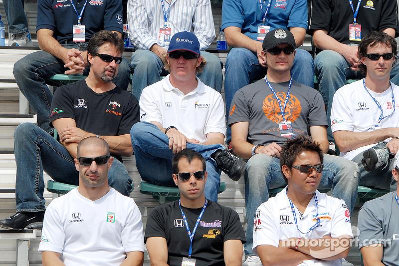 Tony Kanaan, Vitor Meira, Kosuke Matsuura, Michael Andretti, Buddy Rice, Townsend Bell et Bryan Herta
