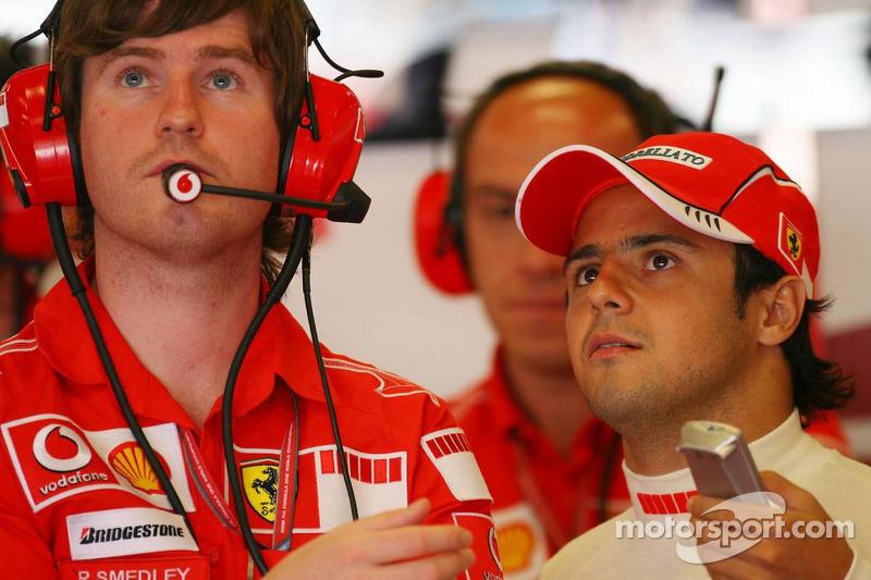 Rob Smedly, l'ingénieur de Ferrari avec Felipe Massa