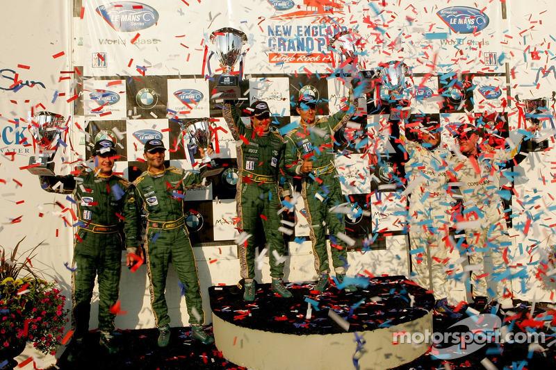 Podium du LM GT1 : les grands vainqueurs Pedro Lamy et Stéphane Sarrazin, avec en seconde place Ron Fellows et Johnny O'Connell, et en troisième place Tomas Enge et Darren Turner