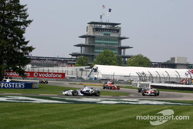 Jacques Villeneuve devance Ralf Schumacher
