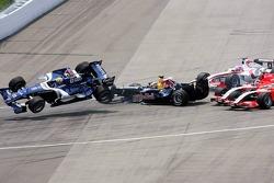 Crash at first corner: Mark Webber, Christian Klien, Franck Montagny and Christijan Albers
