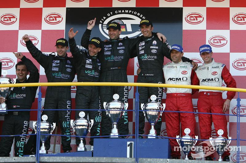 Podium du GT1 : les grands vainqueurs Michael Bartels et Andrea Bertolini, avec en seconde place Jamie Davies et Thomas Biagi, et en troisième place Jean-Denis Deletraz et Andrea Piccini