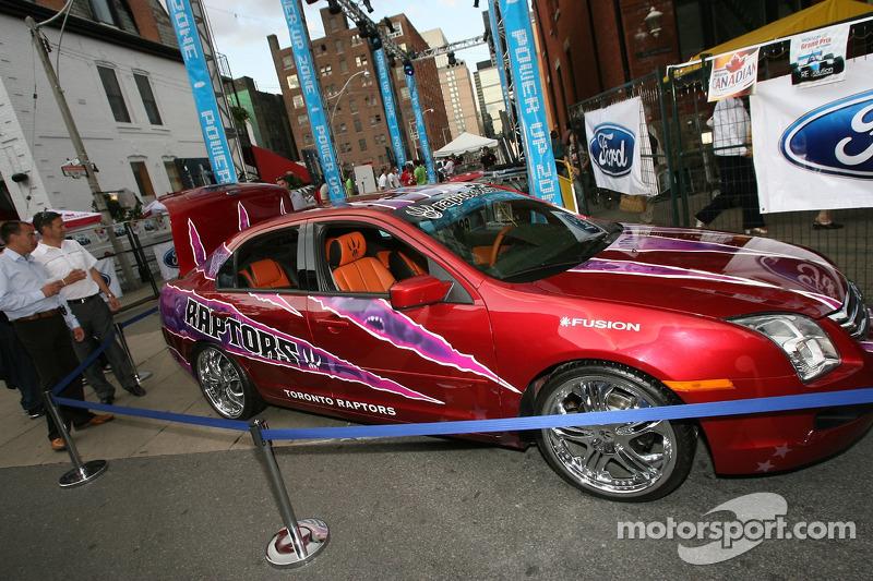 Fête John Street : Toronto Raptors Ford Fusion
