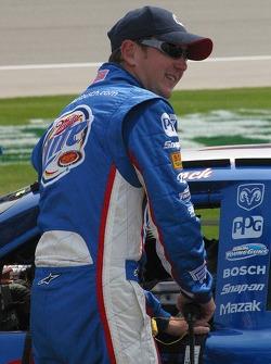 Kurt Busch prepares to qualify