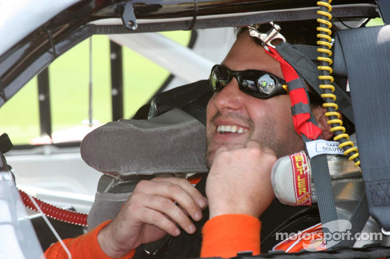 Tony Stewart straps in to qualify