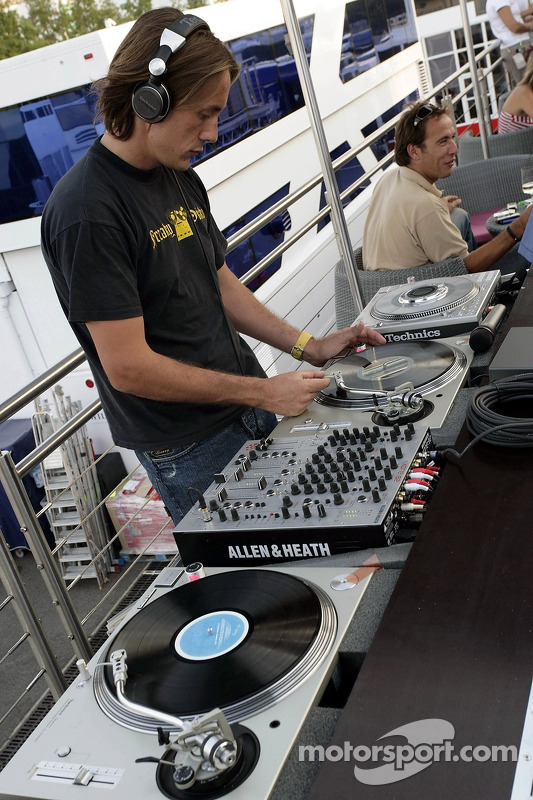 Red Bull le jeudi : le disc-jockey aux platines