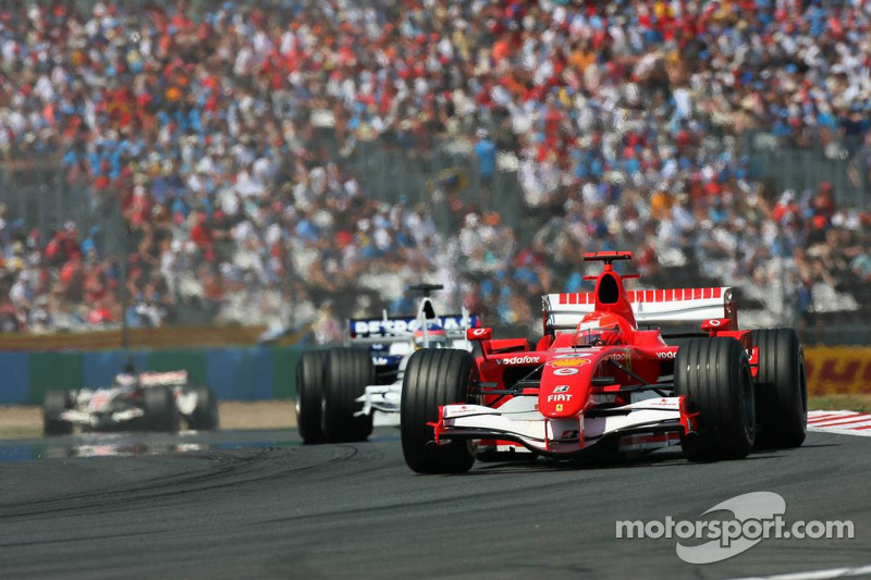 Michael Schumacher devance Jacques Villeneuve
