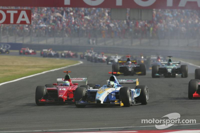 Lucas Di Grassi se bat avec Ferdineto Monfardini à l'ouverture de la course