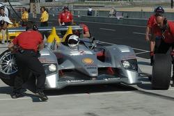 Tire change for Allan McNish
