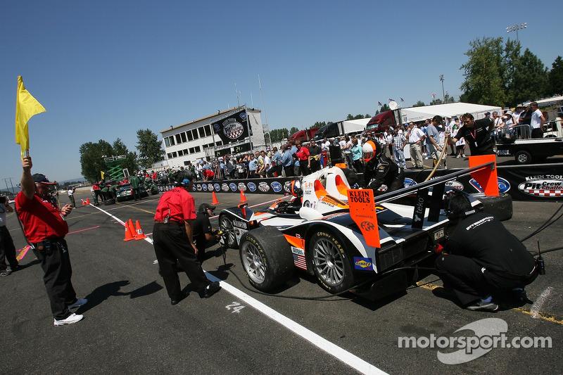 Défi de l'équipe de stand : Clint Field et l'équipe Intersport Racing au travail