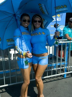 Suzuki umbrella girls