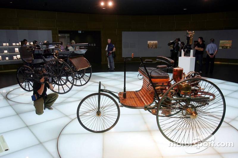 Evénement média de DaimlerChrysler Mercedes: un brevet d'automobile Benz dans le musée Mercedes-Benz à Stuttgart