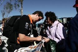 Steven Johnson signs autographs