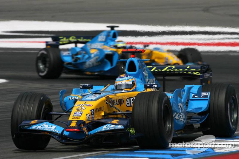 Fernando Alonso devant Giancarlo Fisichella