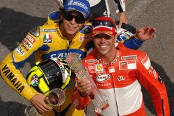 Podium: race winner Loris Capirossi with Valentino Rossi