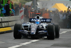 Nico Rosberg doing a burn out on the Willemsbridge