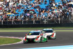 Tiago Monteiro, Honda Racing Team JAS, Honda Civic WTCC; Gabriele Tarquini, Honda Racing Team JAS,