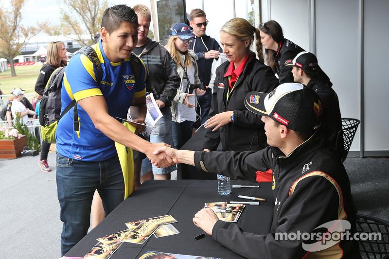 Pastor Maldonado, Lotus F1 Team, bei der Autogrammstunde