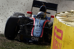 Kevin Magnussen, McLaren MP4-30 crashes