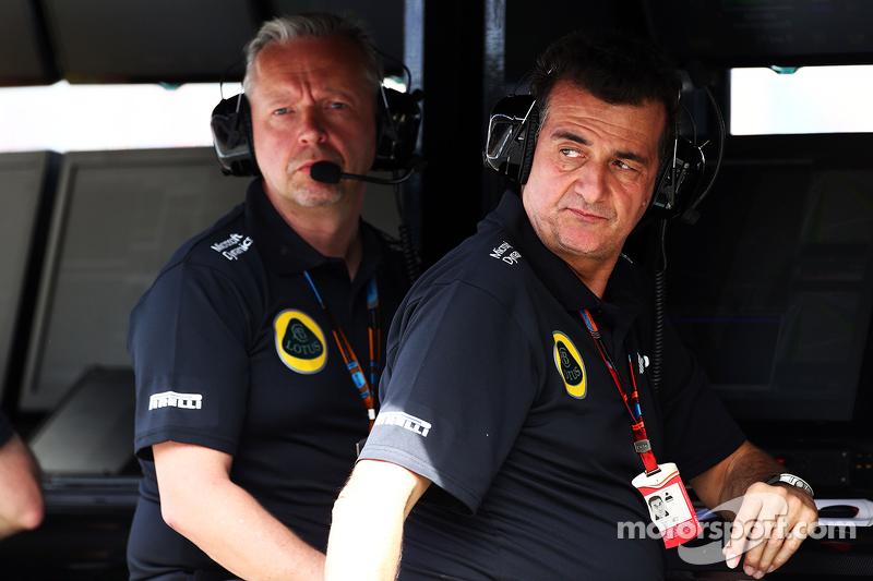 Пол Сібі, Lotus F1 Team, менеджер команди та Федеріко Гастальді, Lotus F1 Team Заступник керівника к