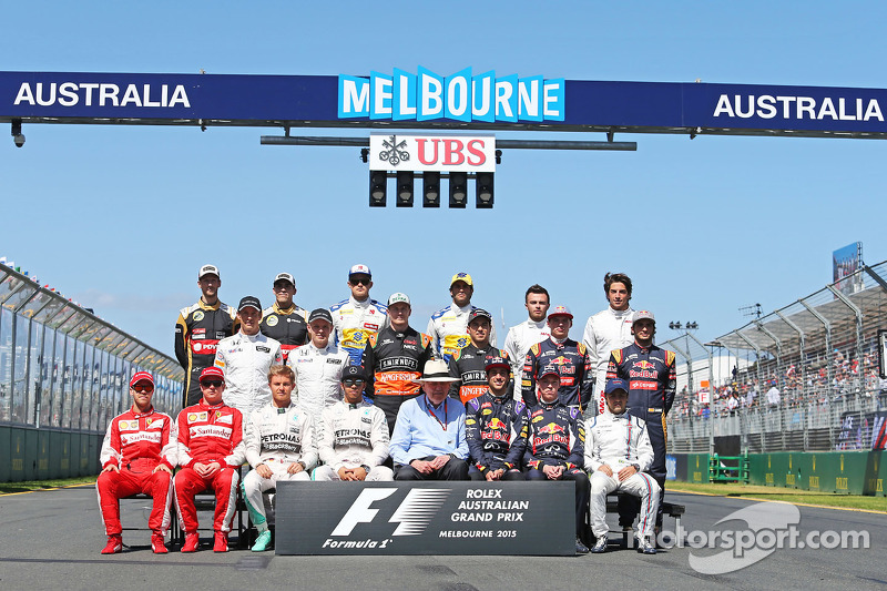 Ron Walker, Chairman of the Australian GP Corporation with the drivers start of season photograph