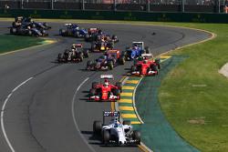 Start: Kimi Räikkönen, Scuderia Ferrari, in Schwierigkeiten