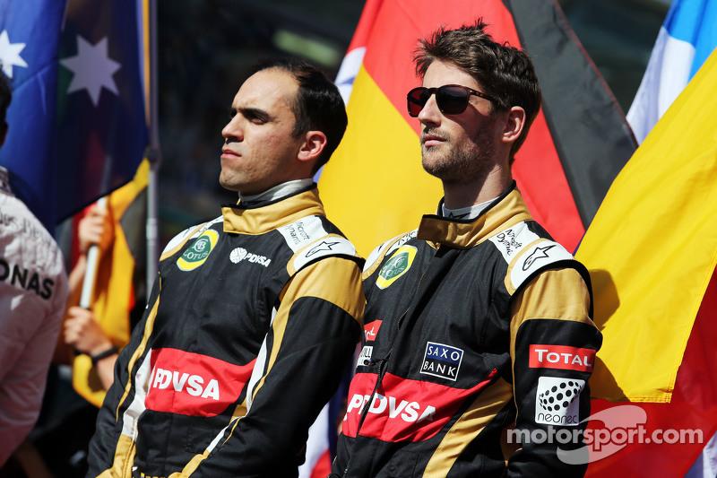 (从左到右)帕斯托·马尔多纳多,路特斯F1车队和队友罗曼·格罗斯让,路特斯F1车队,在起步线上
