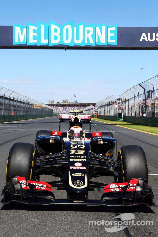 Pastor Maldonado, Lotus F1 E23 on the grid