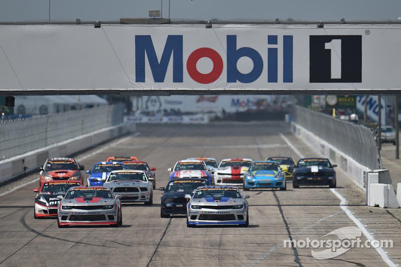 Partenza: #9 Stevenson Motorsports Camaro Z/28.R: Lawson Aschenbach, Matt Bell leads