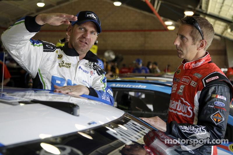 Clint Bowyer, Michael Waltrip Racing Toyota, Greg Biffle, Roush Fenway Racing Ford