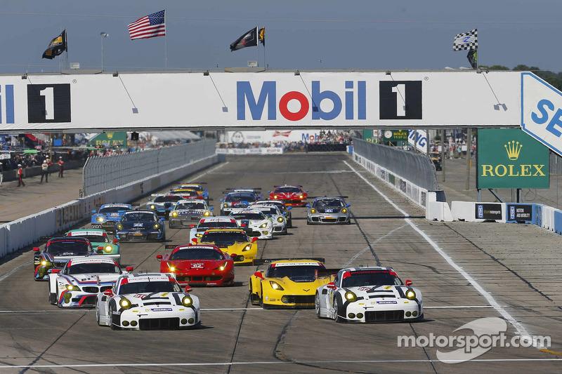GT start: #911 Porsche Team North America Porsche 911 RSR: Nick Tandy, Richard Lietz, Patrick Pilet, #912 Porsche Team North America Porsche 911 RSR: Jörg Bergmeister, Earl Bamber, Frederic Makowiecki lead