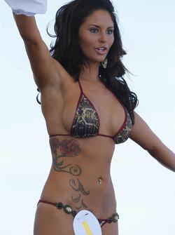 Eine bezaubernde Teilnehmerin beim berühmten Bikini-Wettbewerb in Sebring