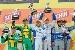 منصة التتويج: الفائزون بالسباق، ريكاردو ماوريسيو، نيستور جيرولامي. المركز الثاني، ماركوس غوميز، مارك