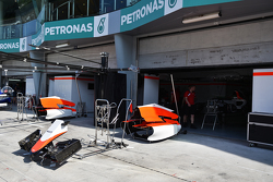 Manor Marussia F1 Team pits garages