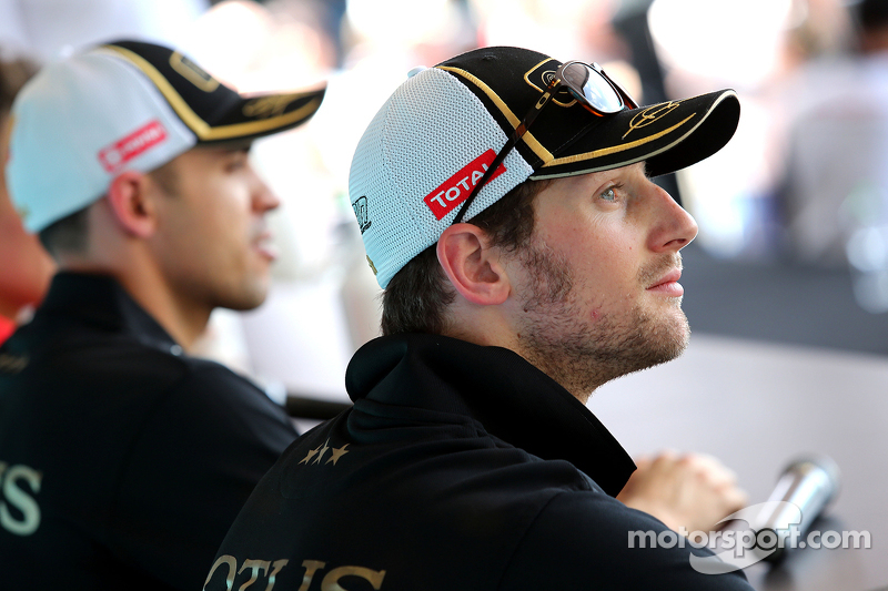 Romain Grosjean, Lotus F1 Team and Pastor Maldonado, Lotus F1 Team