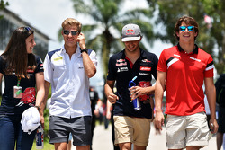 Tabatha Valles, Scuderia Toro Rosso, Pressevertreterin, mit Marcus Ericsson, Sauber F1 Team; Carlos Sainz jr., Scuderia Toro Rosso, und Roberto Merhi, Marussia F1 Team