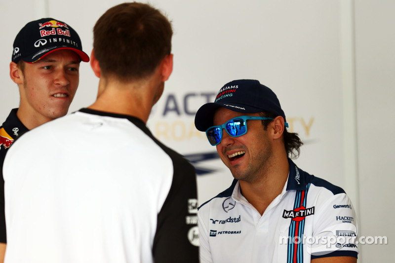 Daniil Kvyat, Red Bull Racing con Jenson Button, de McLaren y Felipe Massa, de Williams en el desfile de los conductores