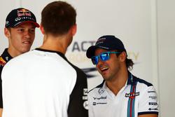 Daniil Kvyat, Red Bull Racing, mit Jenson Button, McLaren, und Felipe Massa, Williams, bei der Fahrerparade