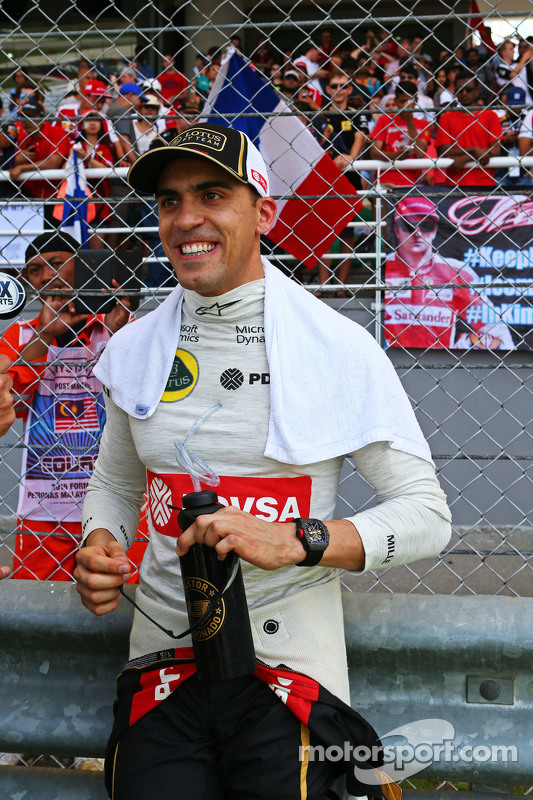 Pastor Maldonado, Lotus F1 Team on the grid
