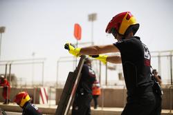 Racing Engineering bei der Vorbereitung auf einen Boxenstopp