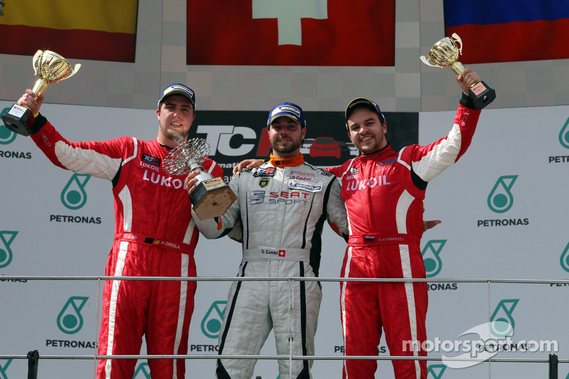 1. Stefano Comini, SEAT Leon Racer, Target Competition, 2. Pepe Oriola, SEAT Leon Racer, Craft Bamboo Racing LUKOIL, und 3. Sergey Afanasyev, SEAT Leon Racer, Craft Bamboo Racing LUKOIL