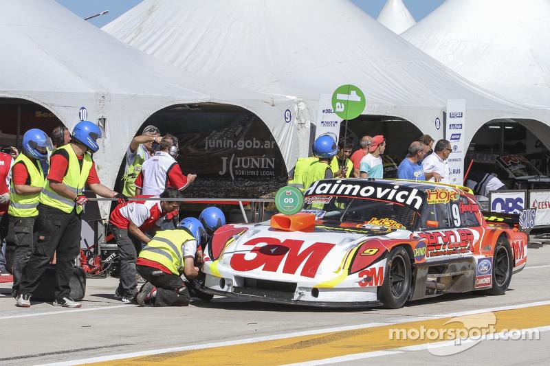 Mariano Werner, Werner Competicion, Ford, beim Reifenwechsel-Training