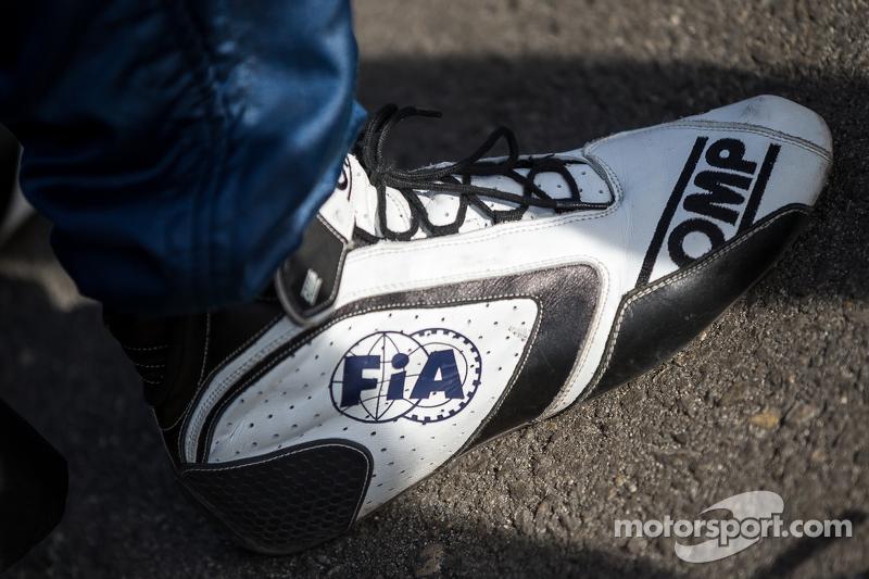 Zapatos de carreras de la FIA